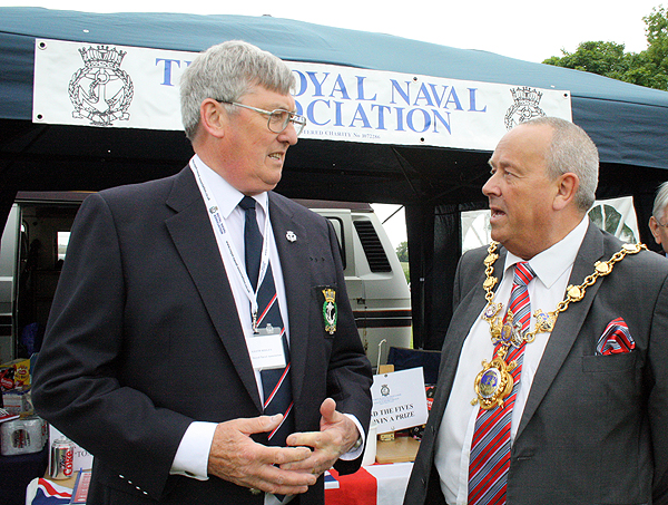 Keith Ridley and the Mayor, Councillor Bill Hensley
