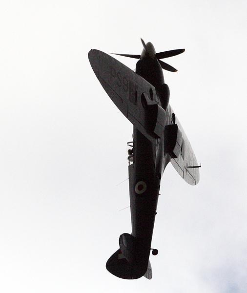 Spitfire PS915 (Mk PRXIX) 'going vertical'