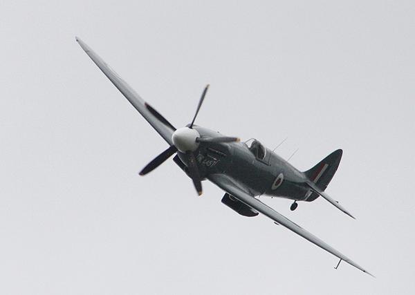 Spitfire PS915 (Mk PRXIX)