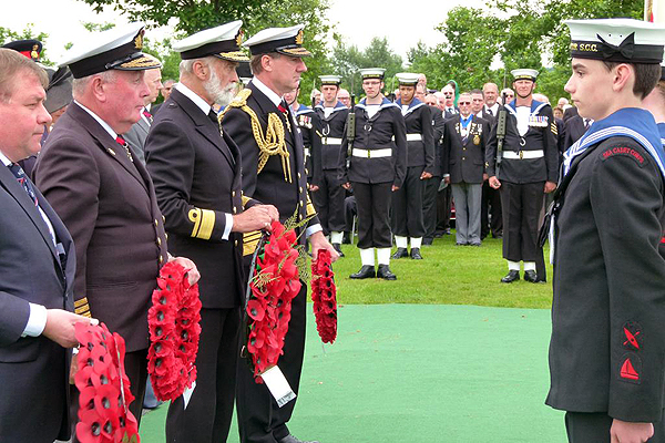 Laying of wreaths takes place (Photo: Lt Cdr Nigel Huxtable, RNA)