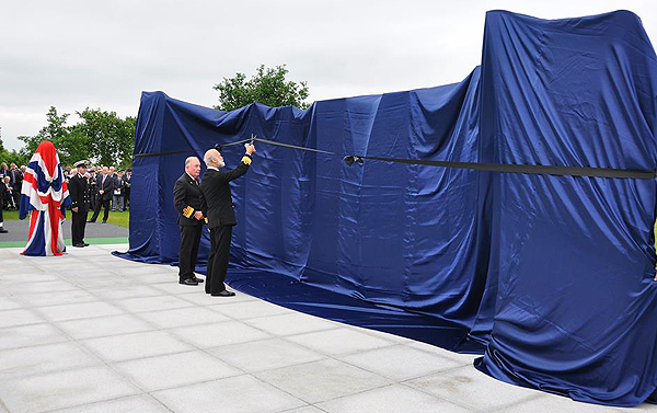 HRH Prince Michael of Kent unveils the Naval Service Memorial (Photo: Chris Hore, RNA)