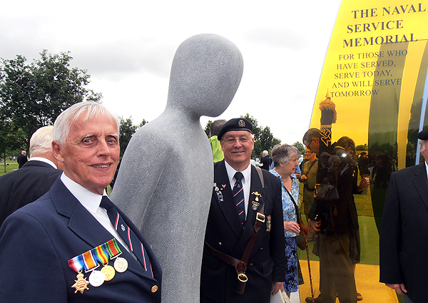 S/Ms Derick Morgan and Bill Small and the figure of a lone sailor (Photo: Karl Webb, RNA)