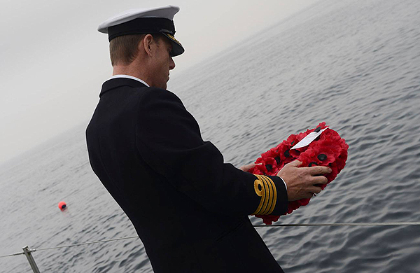Captain Chris Smith RN laying a wreath on behalf of the Royal Navy and Royal Marines lost on HMS Pathfinder (CROWN COPYRIGHT)