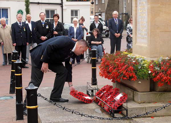 Shipmate Pete Aston lays a wreath on behalf of Huntingdon & District RNA