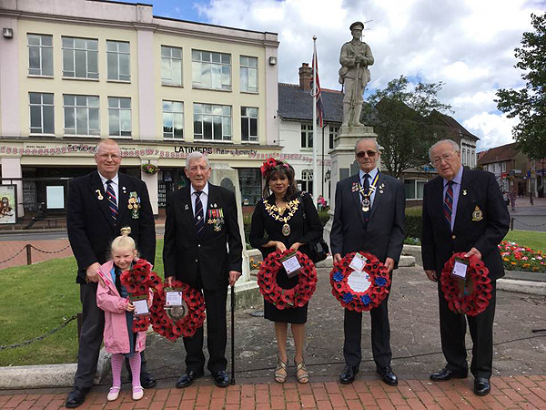 l-r S/M Tim Pridham (with daughter Annabelle), S/M Brian Brown, Cllr Mimi Harker, Bob Parrin (RBL) and S/M Stan Seal