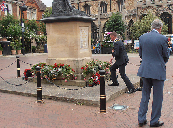 The Mayor of Huntingdon lays a wreath on behalf of Huntingdon Town